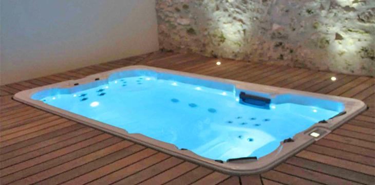 nager chez soi avec le spa de nage encastrable. Black Bedroom Furniture Sets. Home Design Ideas